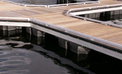 wahoo aluminum docks toe rail on floating dock